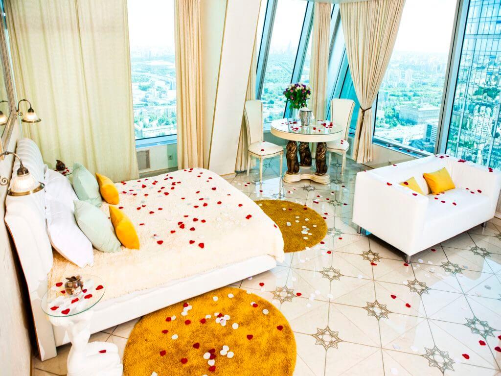 ROMANTIC DECORATION OF ROOMS